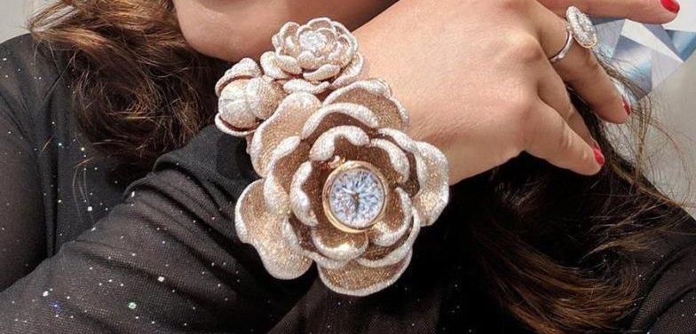 Бижутер вложи близо 16000 диаманта в часовник