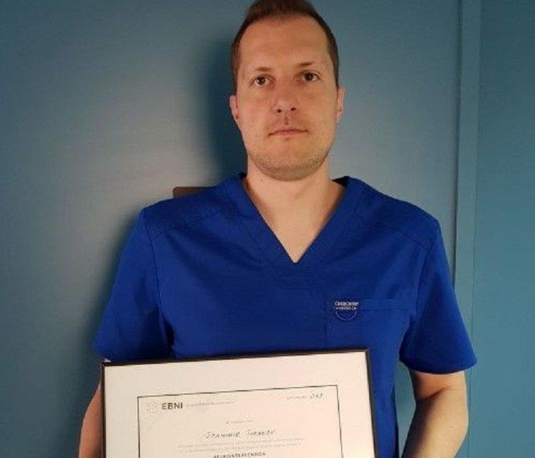 Д-р Сираков, оперирал мозъка на дете през крака, получи уникална диплома