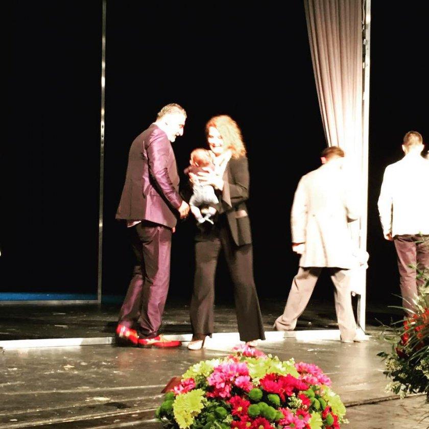 Ексклузивно в Lupa.bg: Аня Пенчева излезе на сцената с внучето си (СНИМКИ)