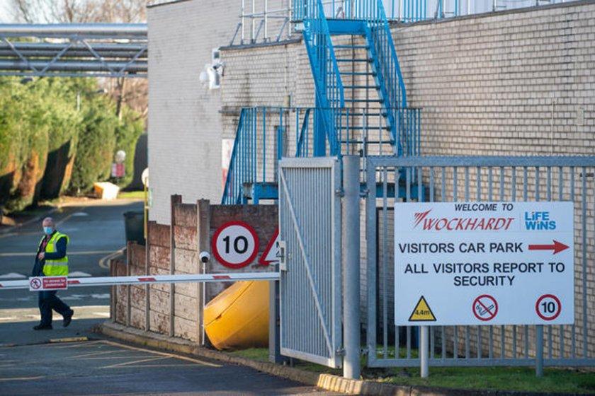 """Eвакуация на британска фабрика на """"АстраЗeнека"""" заради подозрителен пакет"""