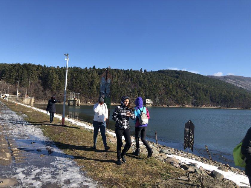 Фоторепортаж в Lupa.bg: Софиянци излязоха на припек край Панчаревското езеро