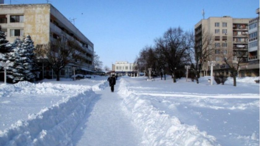 Каварна под снежна обсада, не пускат коли да излизат