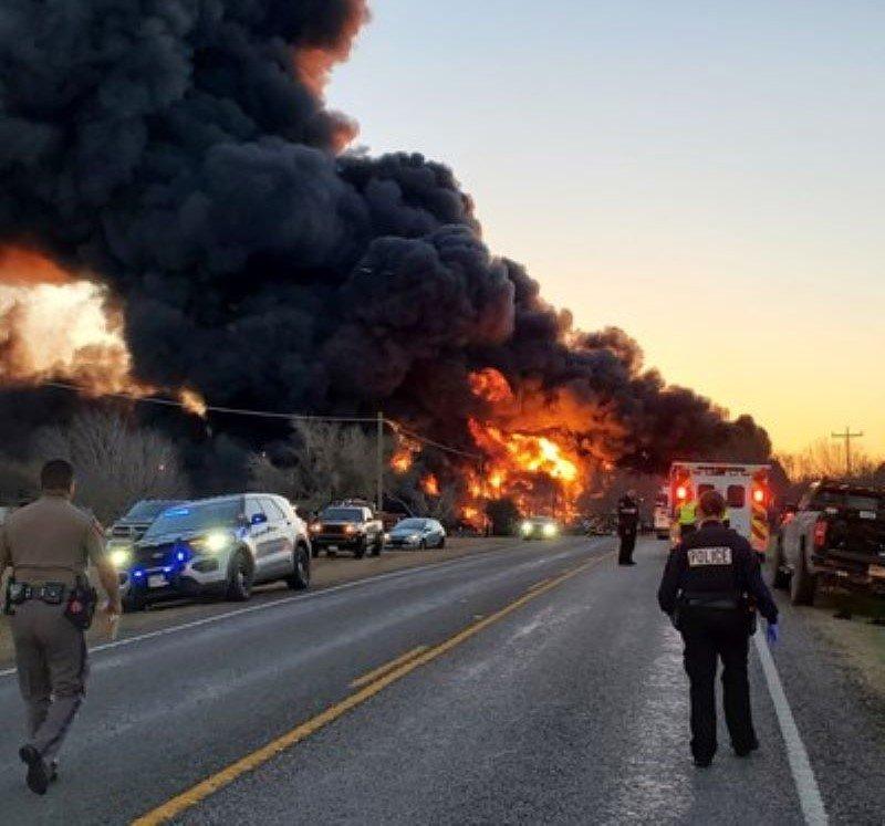 Влак с бензин се взриви в Тексас (ВИДЕО)