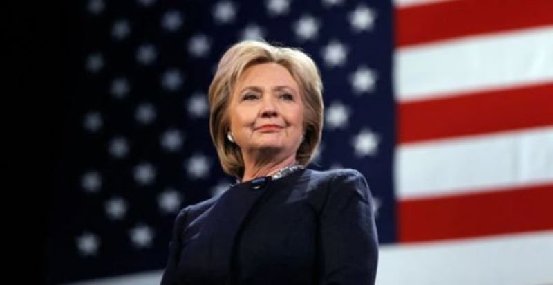 Хилъри Клинтън пише трилър