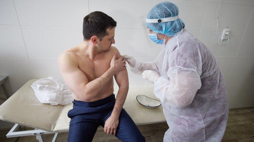 Зеленски се ваксинира на фронта в Източна Украйна