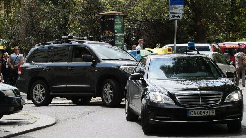 Кола на НСО катастрофира в София