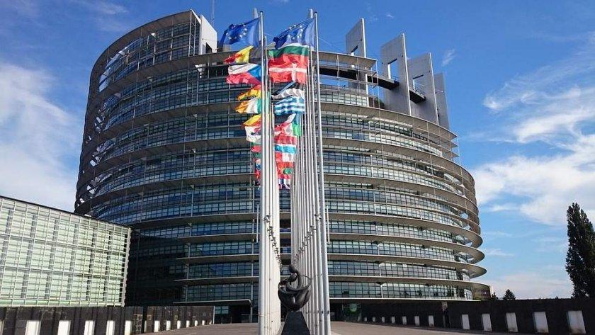 Европарламентът съди ЕК за бездействие по казуса за US-визите
