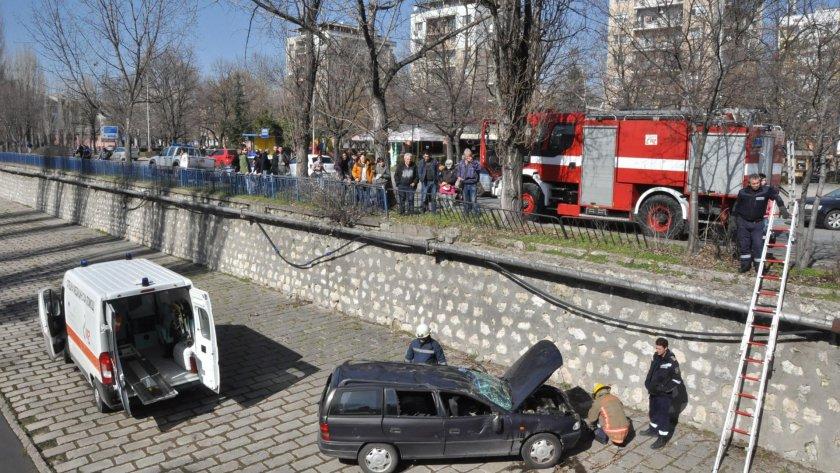 Кола падна в коритото на Хасковска река