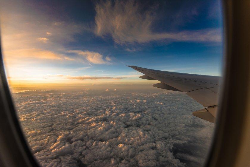 Срив: Международният въздушен трафик намаля с 85,6%