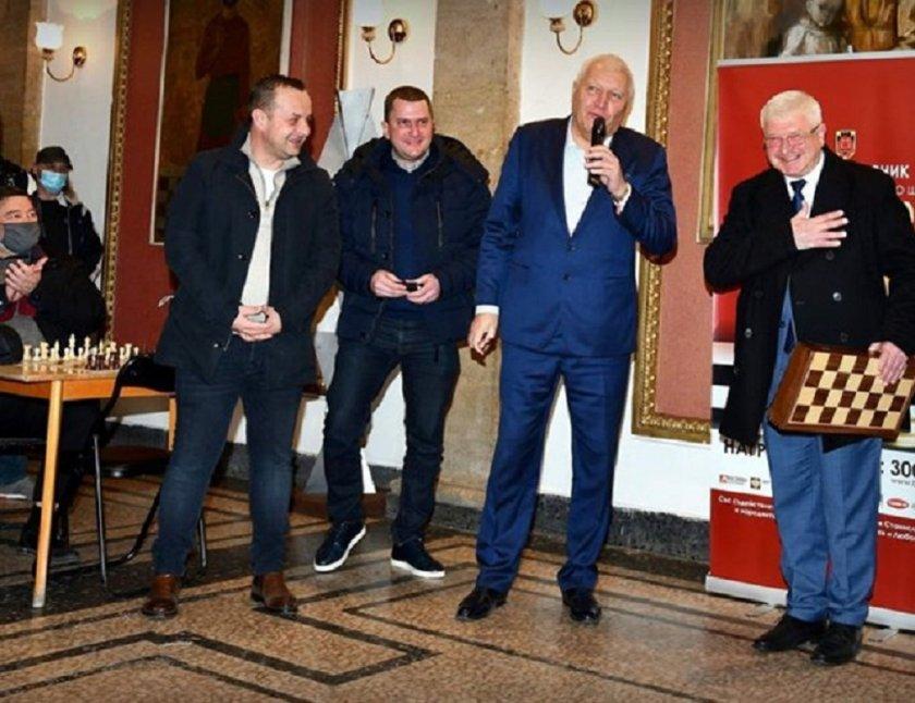 Мирише на избори! Министър откри турнир по шахмат