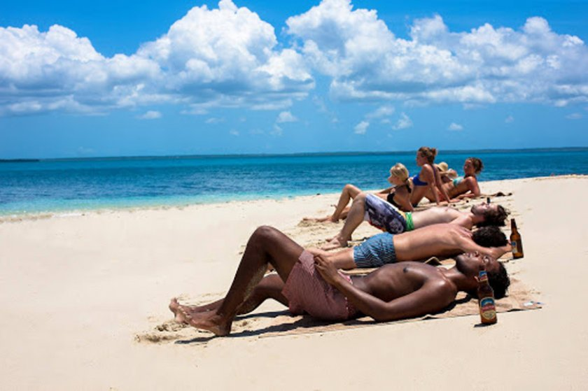 Занзибар: Разголени туристи – само на плажа