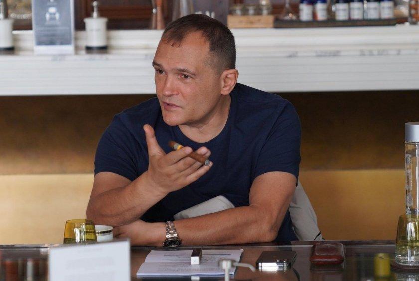 """Политическа шизофрения: Черепа се страхува от вируса, негов кандидат: """"Няма ковид"""""""