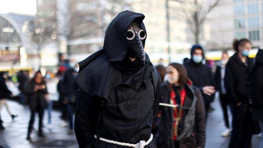 ДОЛУ МАСКИТЕ! Германия на бунт срещу локдауна (СНИМКИ)