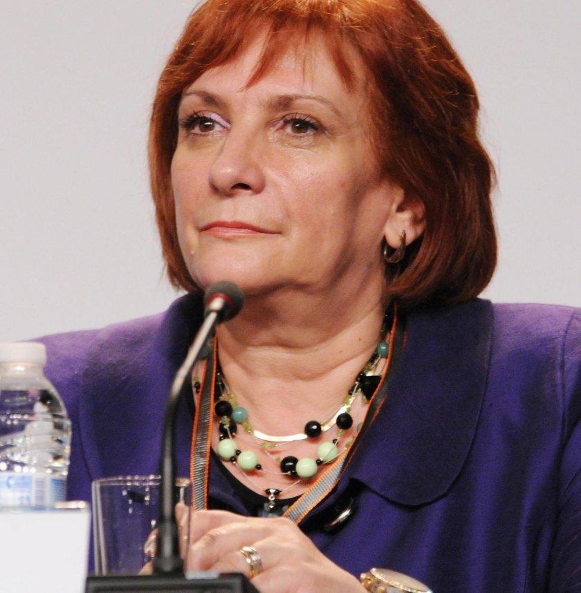 Искра Михайлова се отказва от българския парламент