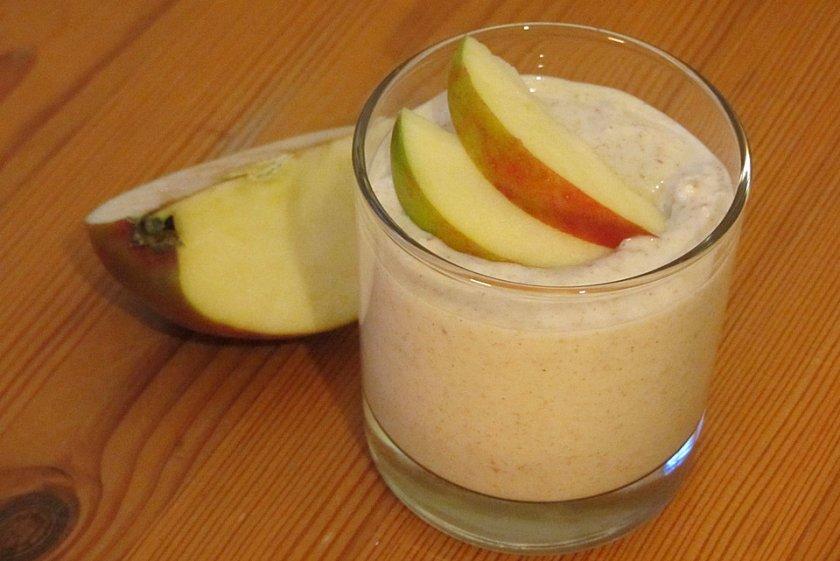 Маскарпоне с медени ябълки