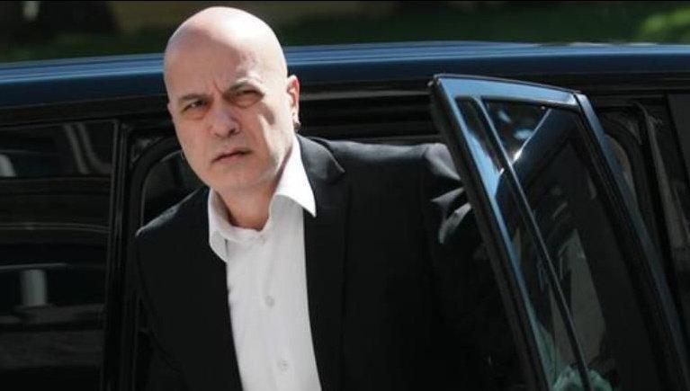 Слави се отказва, вървим към президентска република?