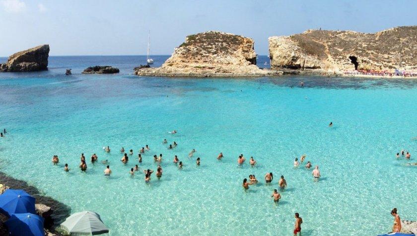 Майната ти, ковиде: Малта ни плаща почивката