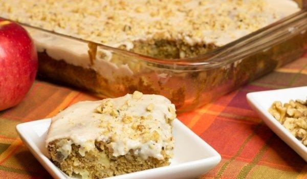 Бисквитена торта с ябълки (БЕЗ ПЕЧЕНЕ)