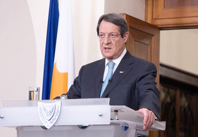 """Цялото кипърско правителство се ваксинира с """"АстраЗенека"""""""