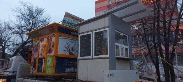 "Демонтираха павилионите пред болница ""Св. Иван Рилски"""