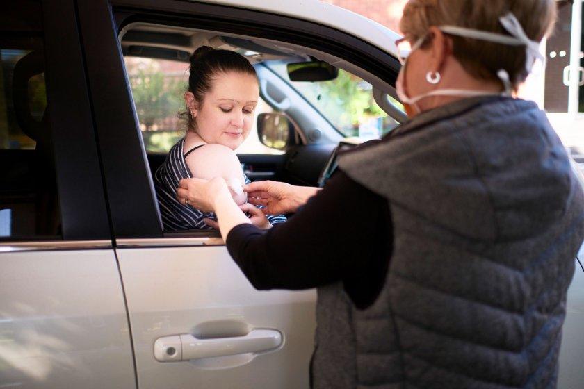 В Румъния ще ваксинират хората в автомобилите им