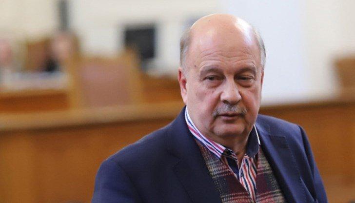 Г. Марков пак се цепи: Паля свещ за Бойко да не ходи в парламента