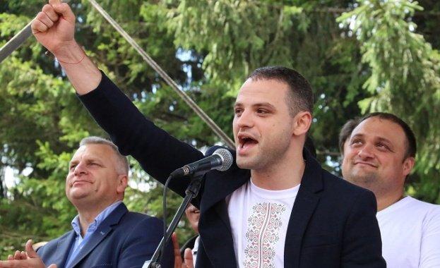 Нов трус в БСП: Лидерът на червените младежи хвърли оставка