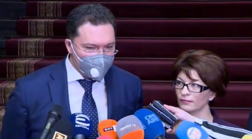 Атанасова: Искаме КС да изтълкува решението за мораториум