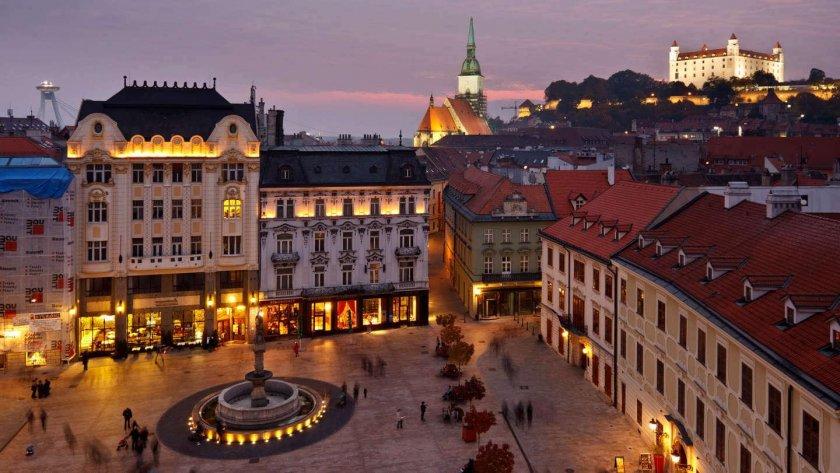 По примера на Чехия: Словакия гони 3-ма руски дипломати
