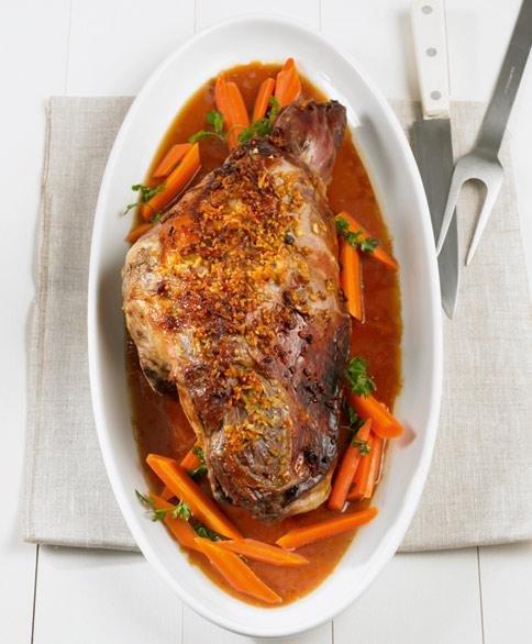 Великден с Lupa.bg: Агнешко бутче с меден джинджифил и моркови