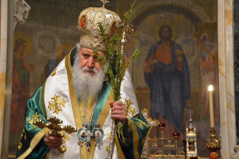 Патриарх Неофит: Нека с делата си свидетелстваме за разрушаването на мрака и за тържеството на Живота