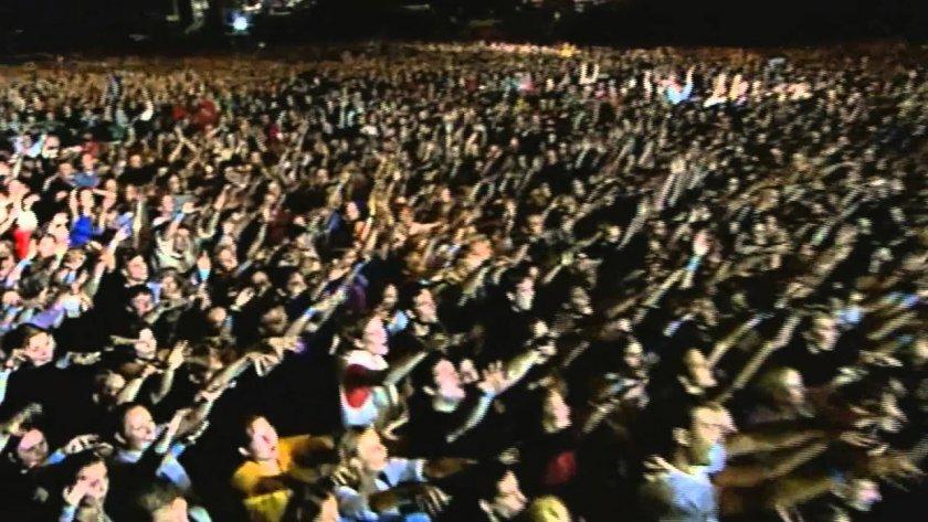 Игра с огъня: Експеримент събра 5000 на концерт в Ливърпул - без маски и дистанция