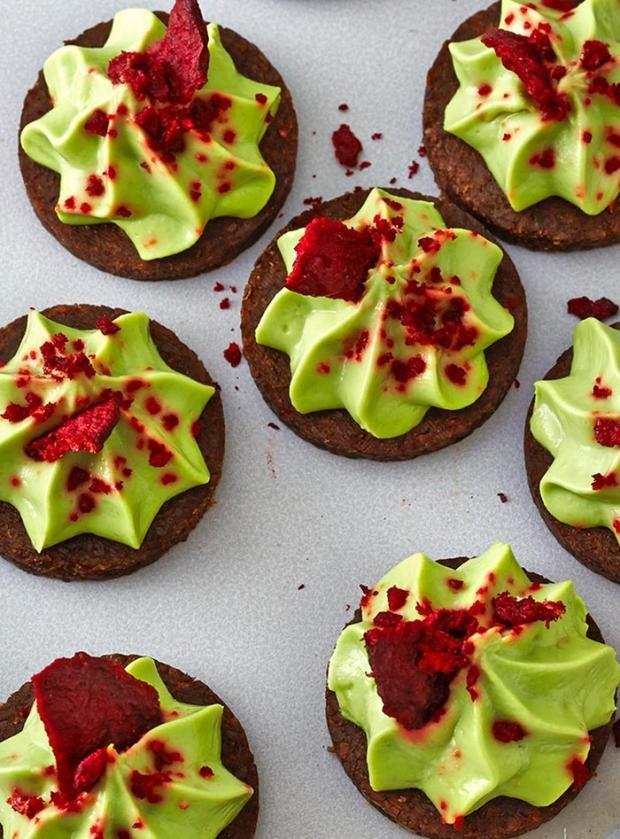 Авокадо медальони с цвеклов чипс