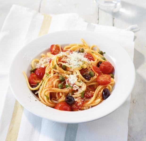 Бърза доматена паста с маслини и каперси