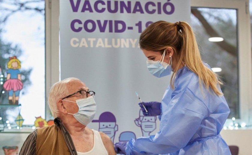 Испания ваксинира 5 милиона