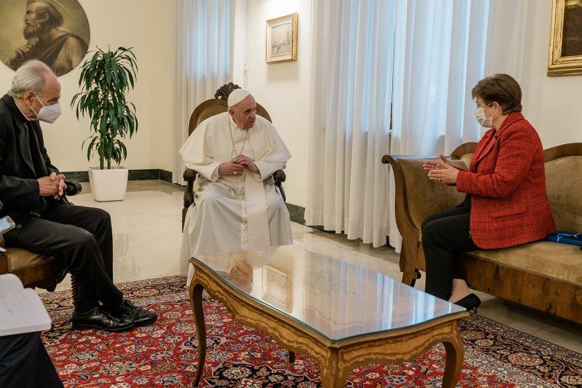 Кристалина Георгиева при папа Франциск (СНИМКИ)
