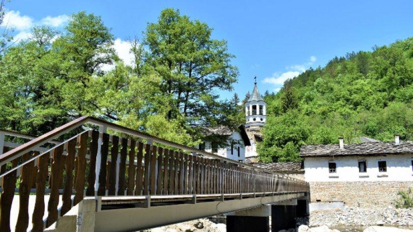 Водосвет за възстановяването на моста на Дряновския манастир