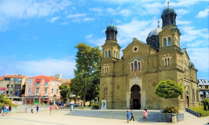 Молебен срещу гей парада в Бургас