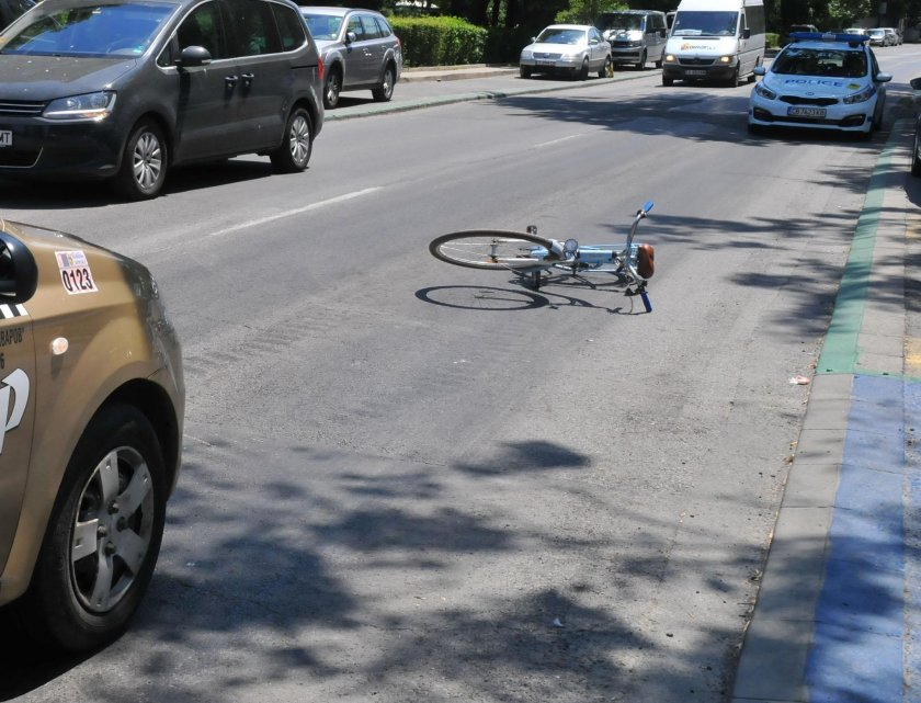 Зелен шофьор потроши колоездач във Велико Търново