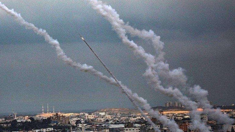 """Израелската армия унищожи офиси на """"Асошейтед прес"""" и """"Ал Джазира"""" в Газа"""