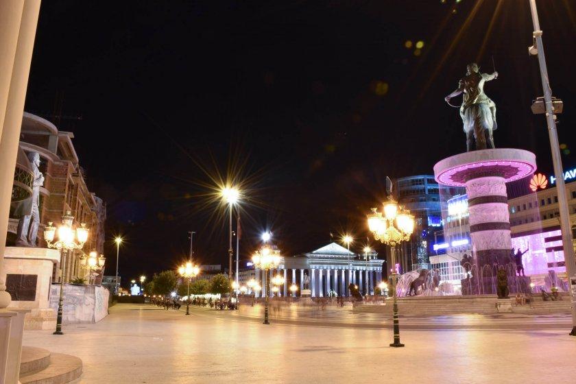 Намаляват вечерния час в Скопие