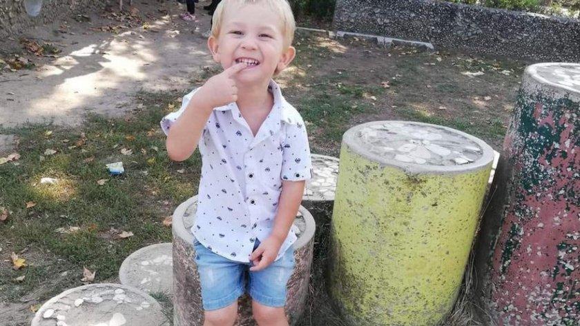 ЧЕРНА ВЕСТ: Отиде си 3-годишният Крис, ранен в ПТП на Гергьовден
