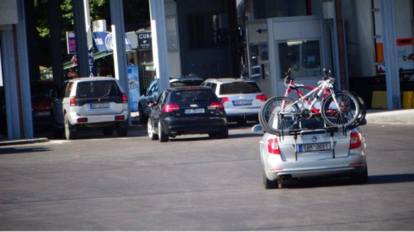 """Интензивен е трафикът на леки автомобили към Гърция през """"Кулата"""""""