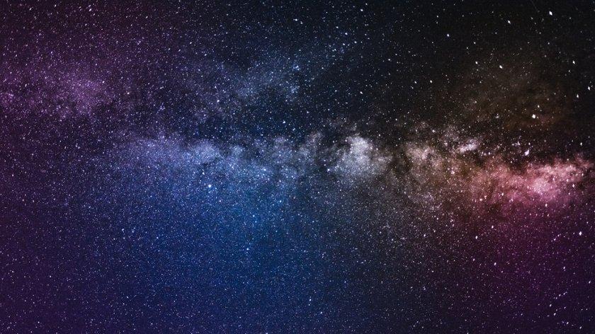 Кой е призрачният сигнал, двигател на Вселената?