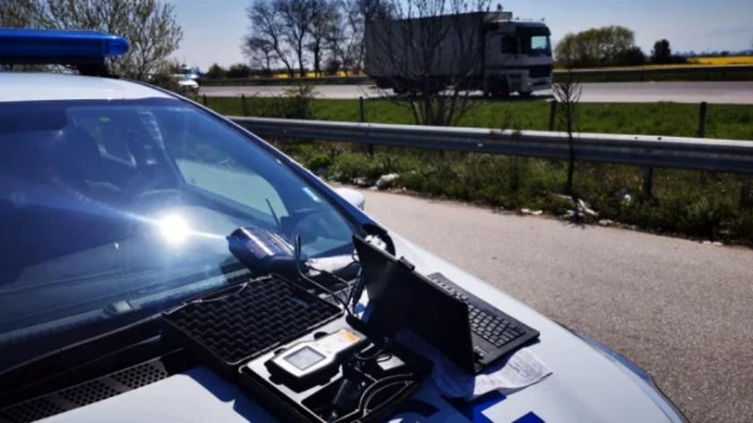 Полиция заварди Карловско шосе, пиле не може да прехвръкне