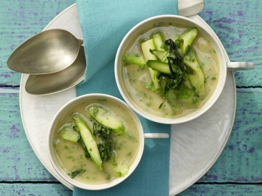 Бобена крем супа с аспержи или тиквички