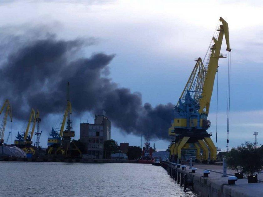 Какво става? Гъсти облаци дим притесниха Бургас (ВИДЕО)