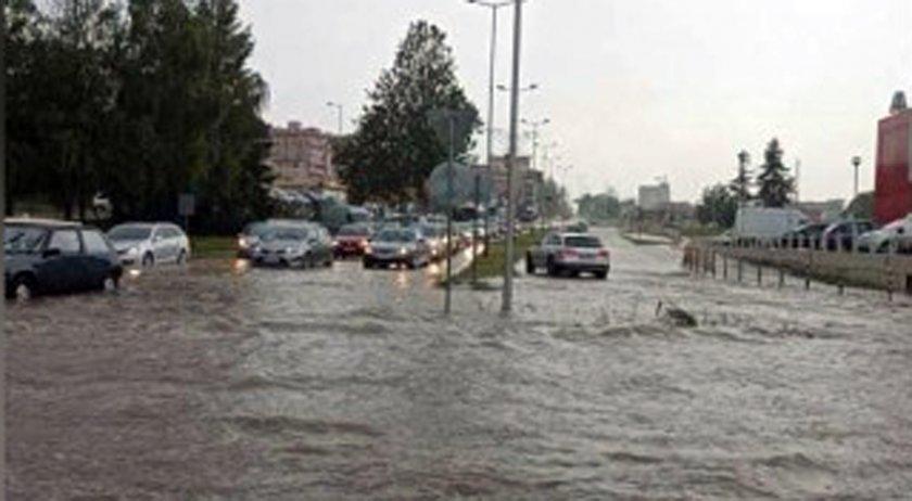 Порой наводни В. Търново и повреди пътя София-Варна