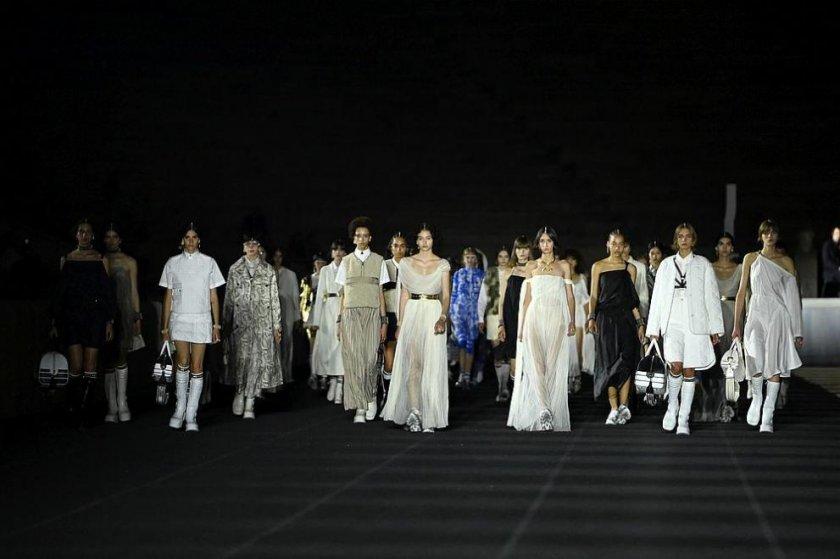 Диор представи новата си круизна колекция в Атина