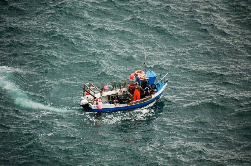 Рибарска лодка потъна след сблъсък с кораб в Босфора
